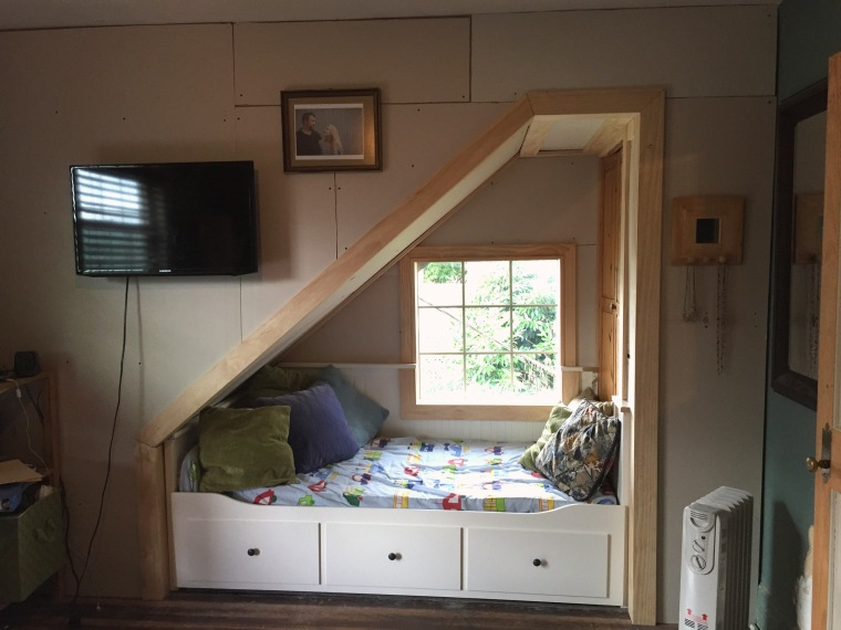 A Nice Cozy Reading Nook With Closet Drawers And Bed Now Its Nap Time